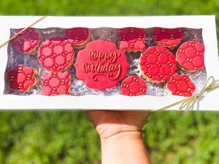 Happy birthday sets are so beautiful and you can't go wrong with a red and gold combination set!!! #alfajor #alfajores #...