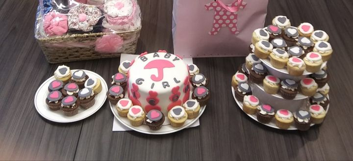Baby shower: Pink & Gray colors60 mini cupcakes:Vanilla cake with chocolate caramel custard, coat of caramel topped with...