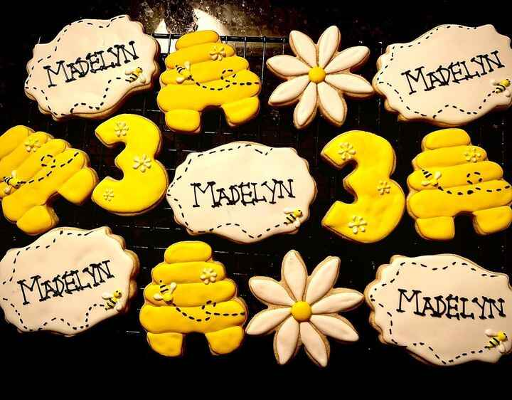 Really enjoyed making these fun and adorable bee cookies for Madelyn's 3rd birthday 🥰🐝 #sugarcookies #decoratedcookies #...