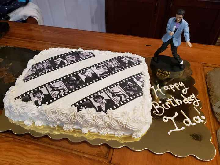 An Elvis cake for today. What you can't see is the figurine is a bobble head but it is at his hips. I may have to order ...