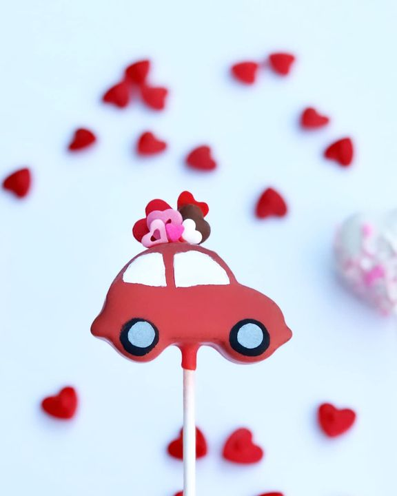 𝓛𝓸𝓿𝓮... 𝓲𝓼 𝓪𝓷 𝓪𝓭𝓿𝓮𝓷𝓽𝓾𝓻𝓮!! Valentine's Day menu item!! These cute little VW's will come with heart and round cake pops. S...