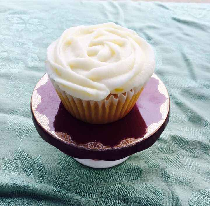 Holla atcha Cupcake! 😘Stop by for a chocolate marshmallow or a lemon curd cupcake.